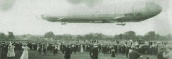 """1912: DAS LUFTSCHIFF LZ 11 """"VIKTORIA LUISE"""" AUF DER RENNBAHN"""