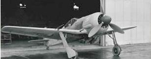 1942: FW 190 VOR DEM WERK BREMEN